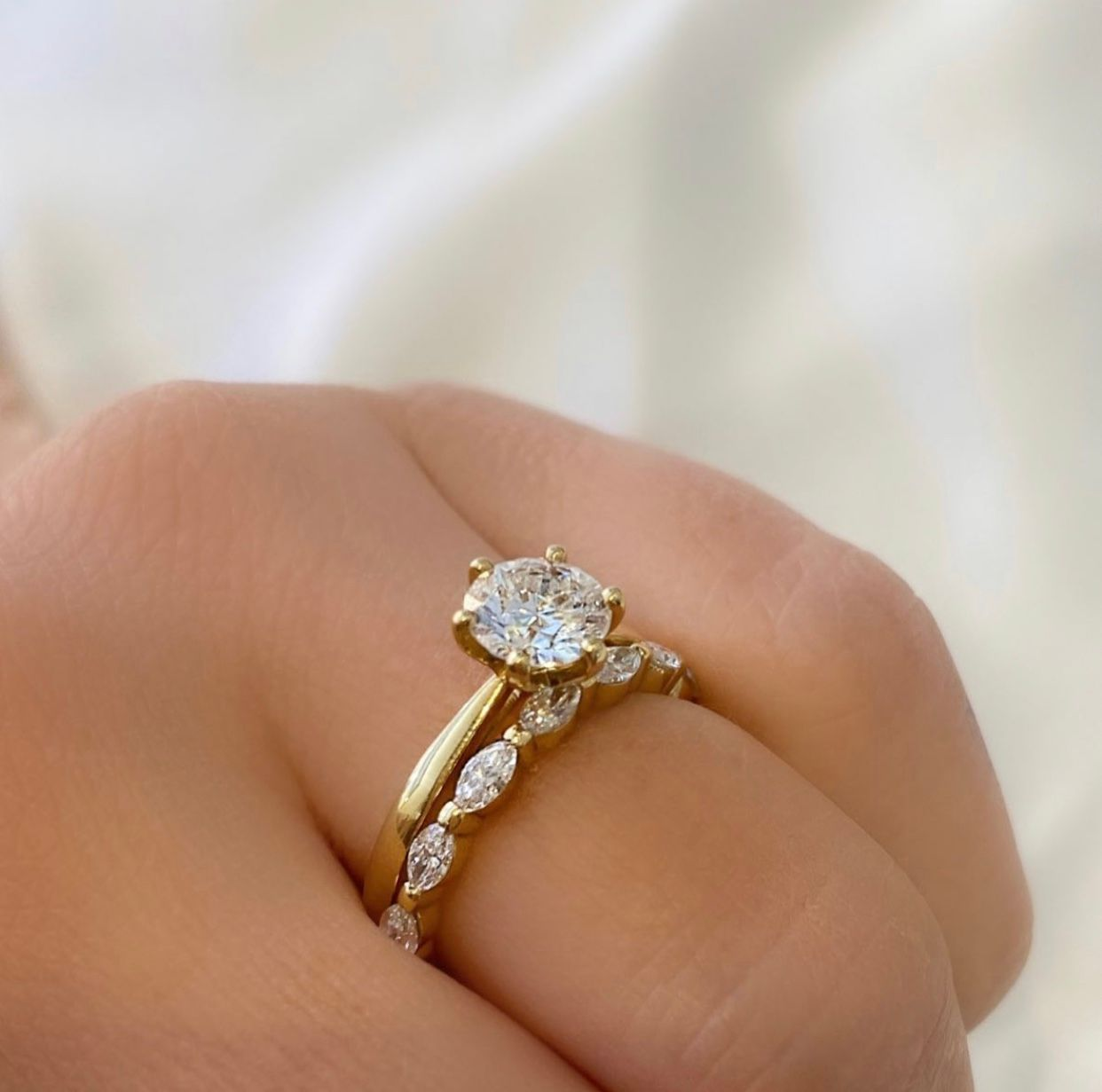 Grace 1,00ct + Happiness marquise 7x0,07ct = 0,49ct